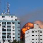 Zločinný izraelský útok na Pásmo Gazy zničil budovu s kancelářemi mezinárodních médií